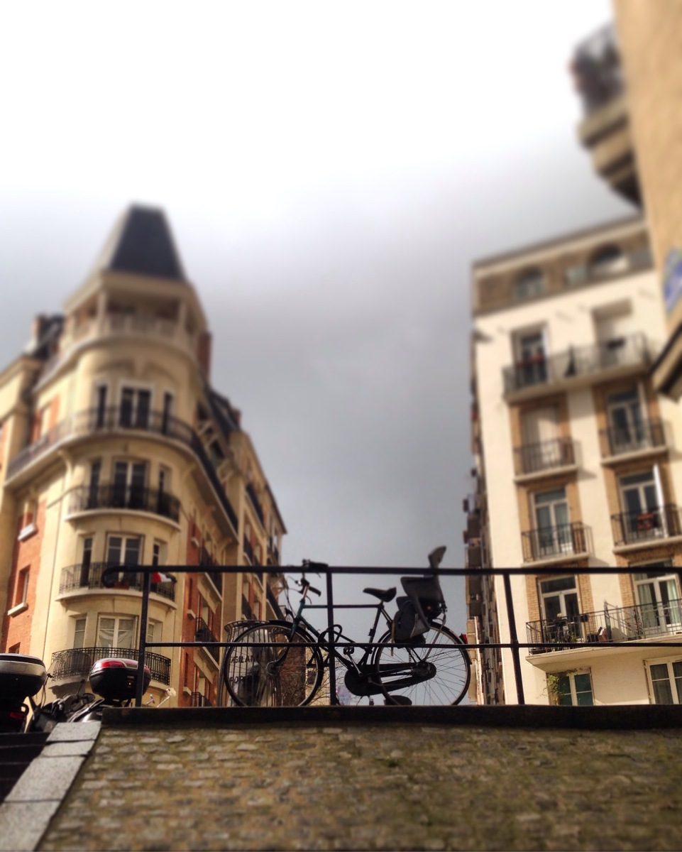 PARIS IN PICTURES; MONDAY MORNING IN MONTMARTRE